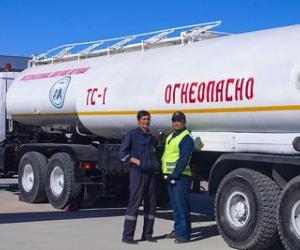 АТЗ-40 автотопливозаправщик (автопоезд с седельным тягачом КрАЗ-6443)